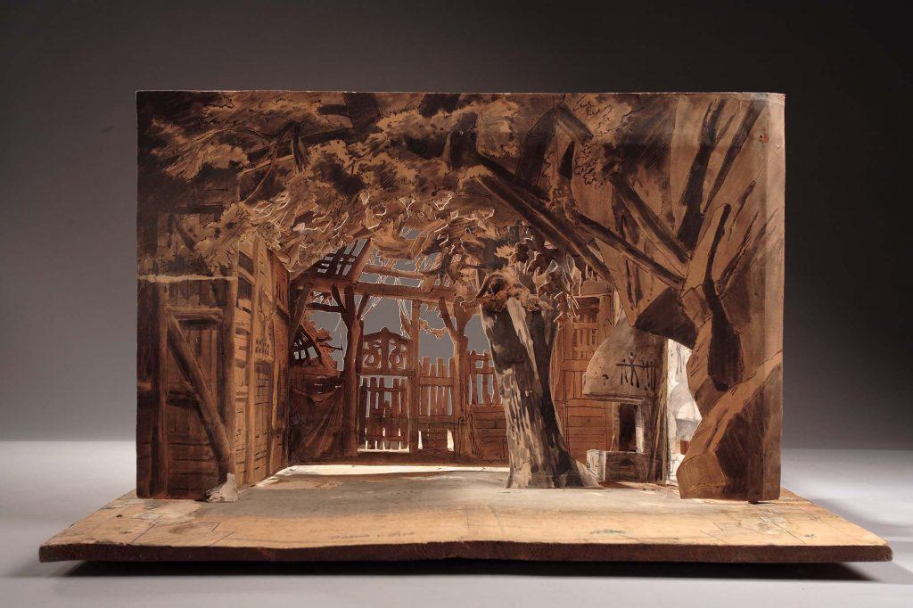 Restaurierung eines Bühnenbildmodells am Richard Wagner Museum Bayreuth