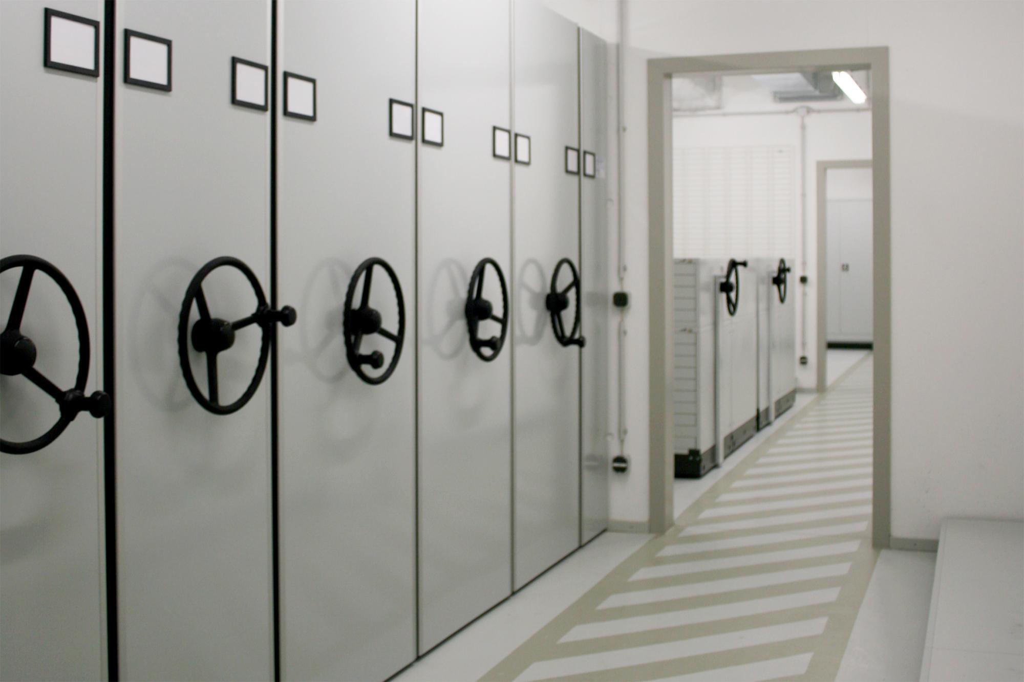 Fahrregalanlage im Museumsdepot des Jüdischen Museums München