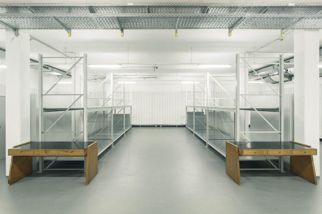 Regale im Museumsdepot der Kunsthalle Mannheim